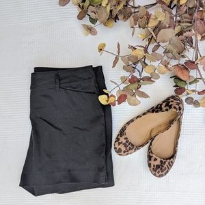 The Limited Solid Black Shorts in EUC